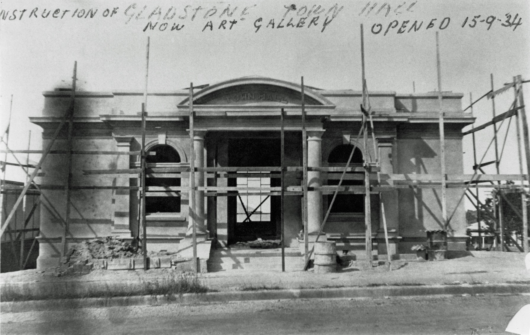 1934, Gladstone Town Hall under construction. (C) Gladstone Regional Art Gallery & Museum collection